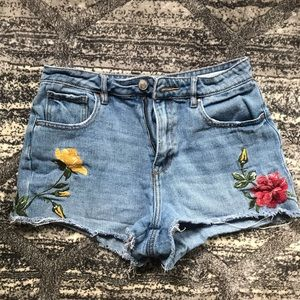 High rise Jean shorts with flower embroidery